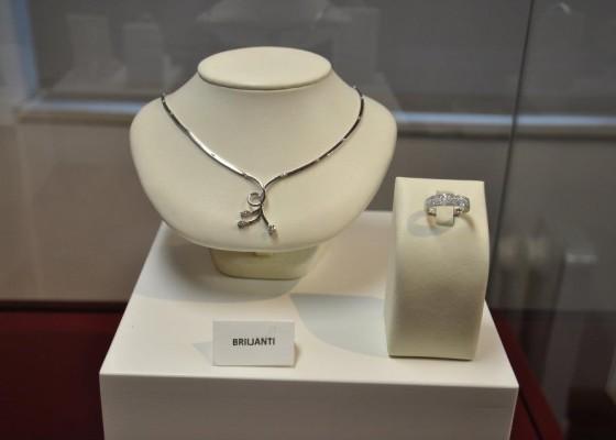 nakit z briljanti